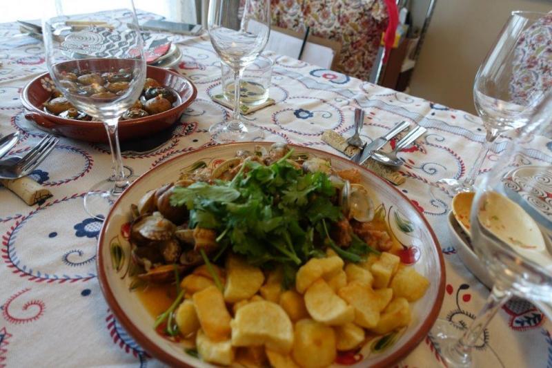 ポルトガルの代表的な料理 豚とあさりのアレンテージョ風炒め