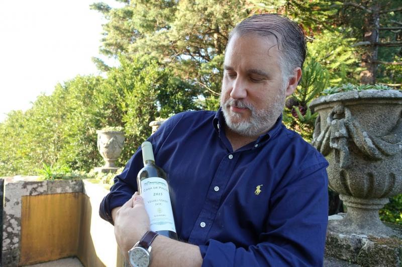 ワインを生まれたての赤ちゃんに例えるパウロさん