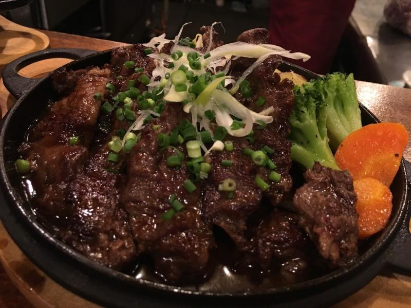 鉄なべを利用したお肉の煮込み