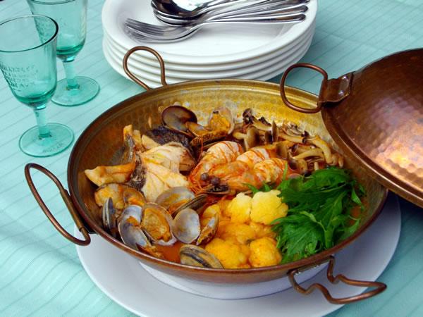 「締めご飯」が絶品、みんなで楽しめるトマト鍋
