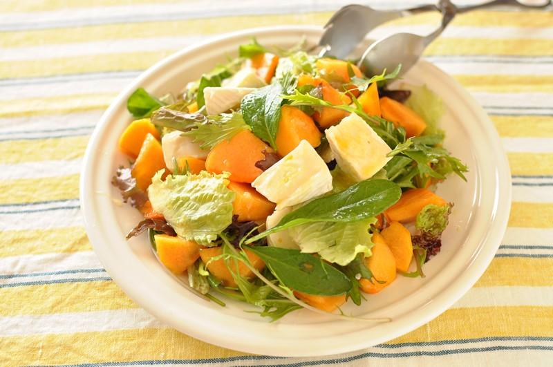 柿とチーズのサラダ