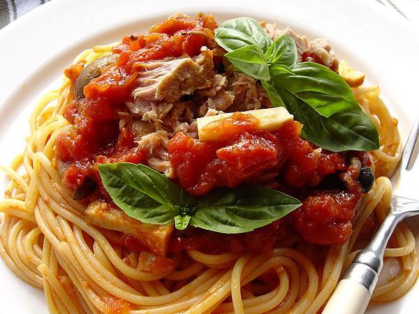 ツナとキノコのトマトソース・スパゲティ