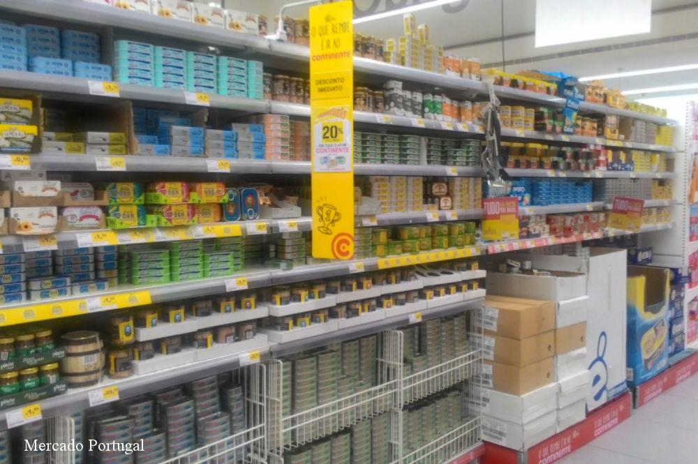 スーパーの缶詰コーナー