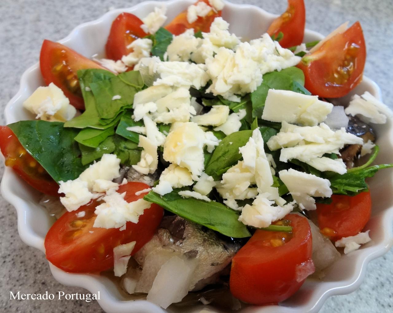 私はこんな感じにトマトとほうれん草、チーズをトッピングすることが多いです