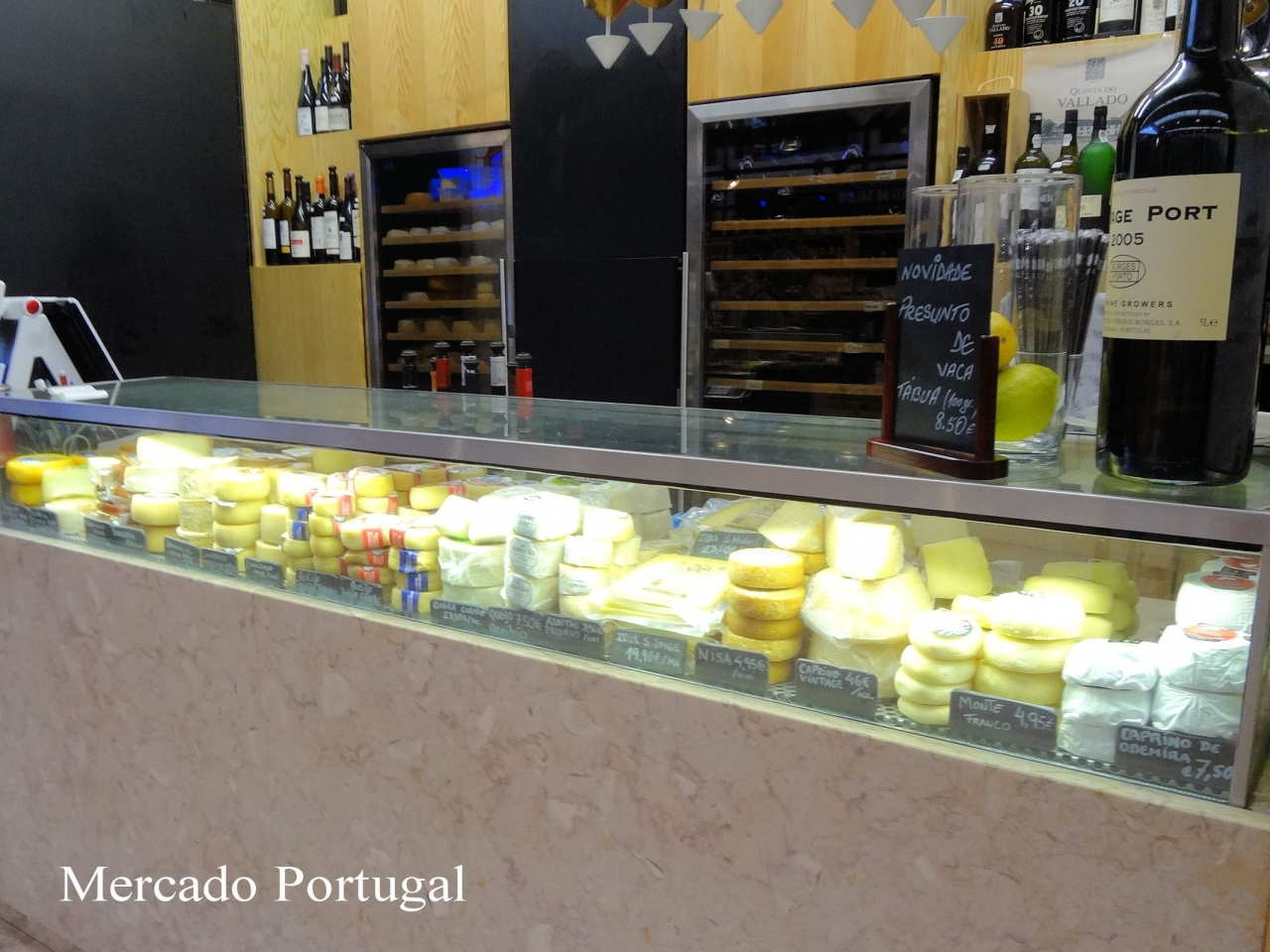 ポルトガルのマーケットではこんな感じで売られています