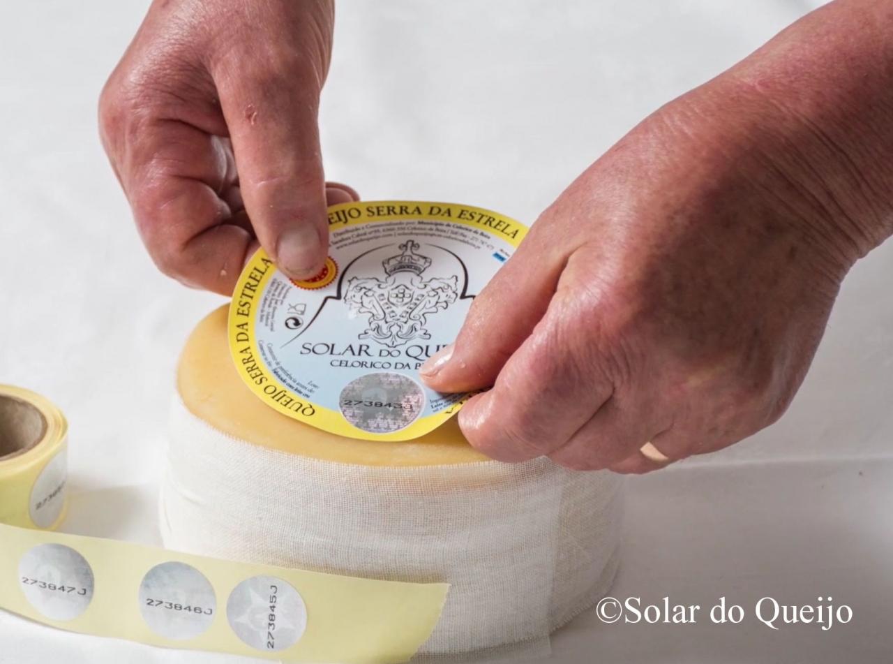 こうして最高級のチーズができあがります