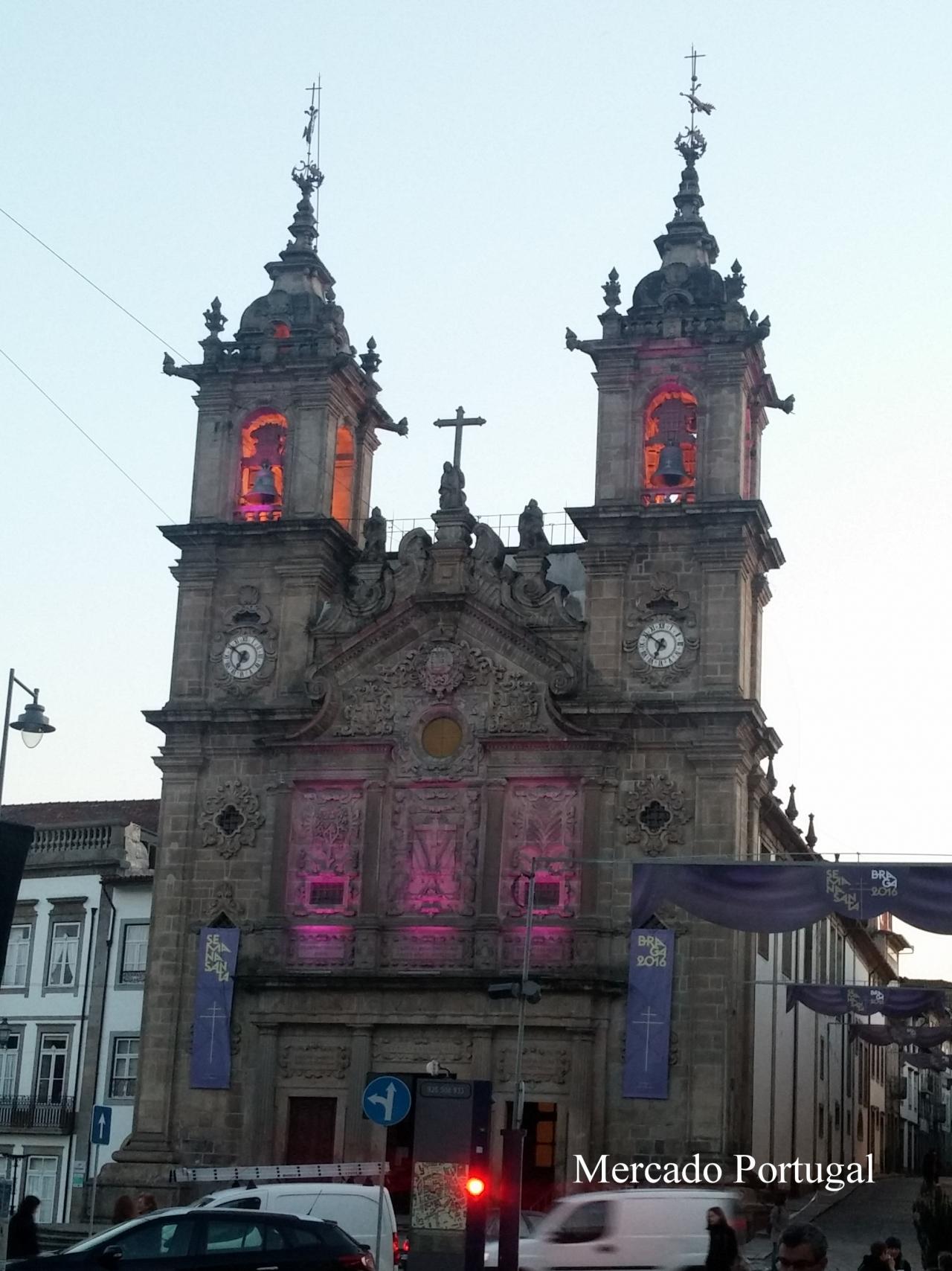 こちらは17世紀初めに着工されたサンタクルス教会