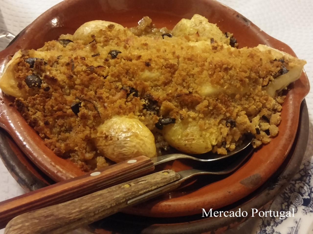 ここの干しダラ料理バカリャウ・コン・ブロア(Bacalhau com Broa)がとっても美味しい!