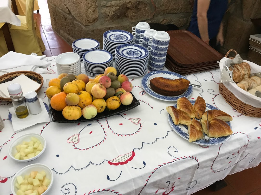 朝食の果物やジャムは、すべてホテルの庭でとれたもの。