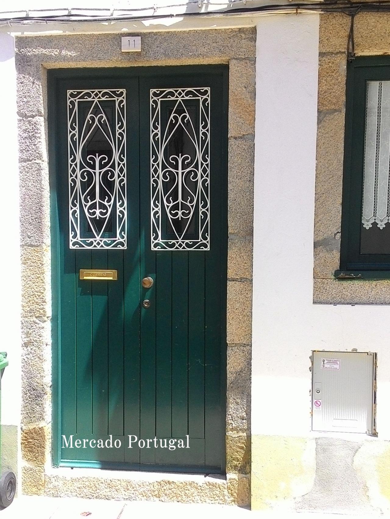 こんなドアを見れば、ポルトガル!とピンとくる人もいるのではないでしょうか。