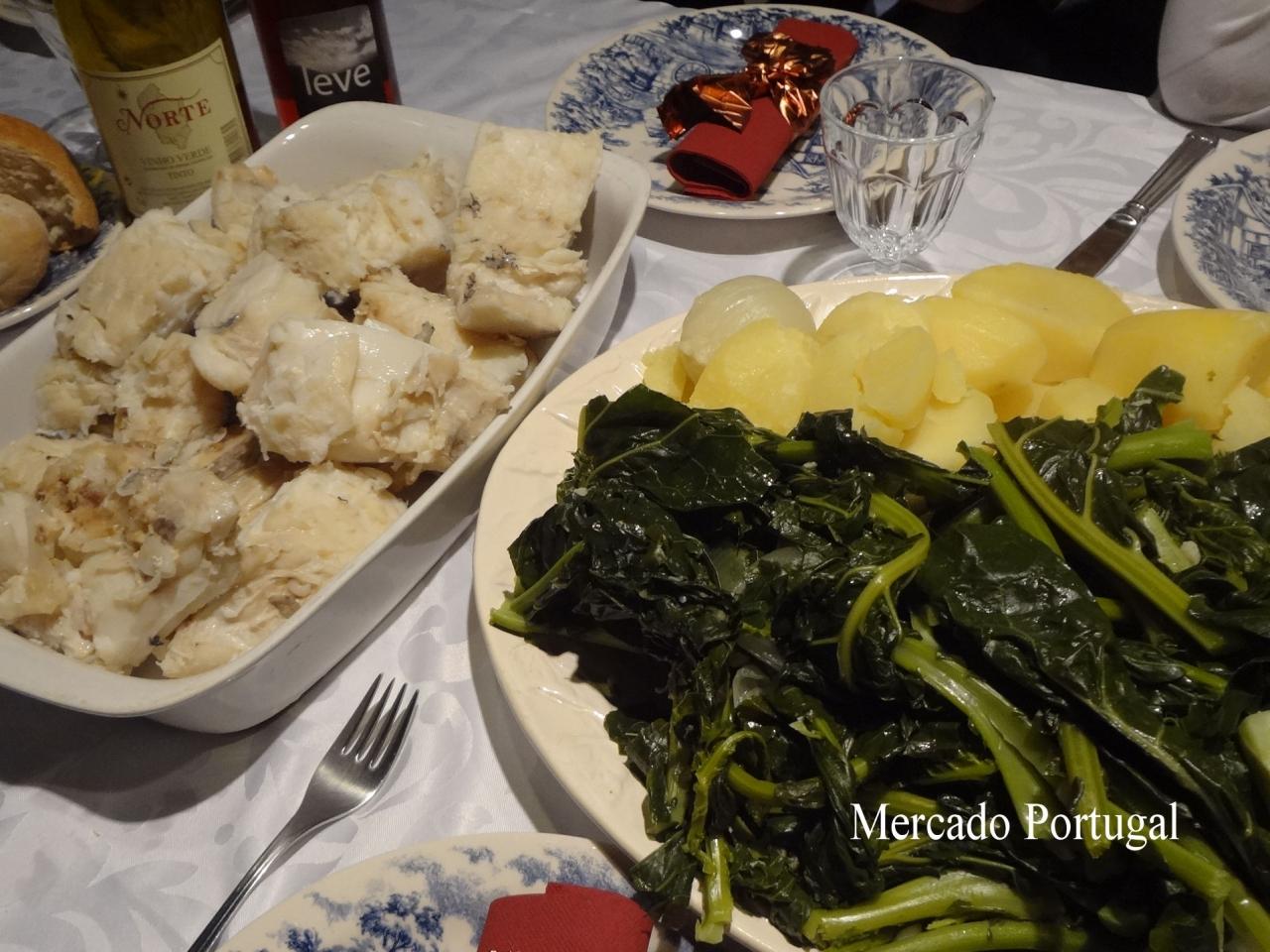クリスマスディナーの様子。クリスマスには茹でたジャガイモが干しダラのお供です。