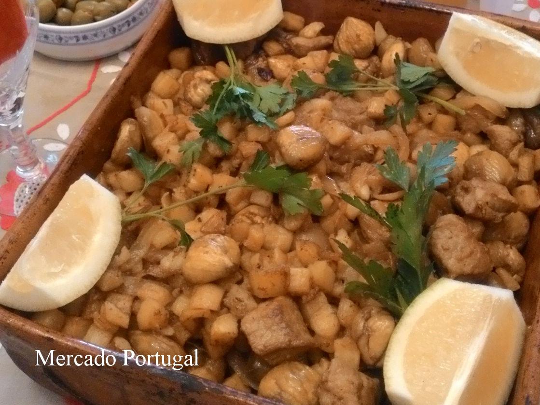 美味しい組み合わせの豚肉とジャガイモ。ここに揚げた栗を合わせたメニュー。