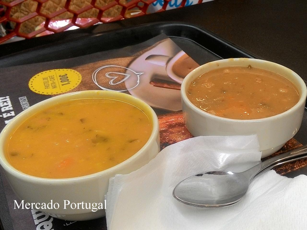 フードコートでも、野菜をペースト状にしたスープがメニューにあります。たっぷり入れてくれるのもポルトガルならでは。