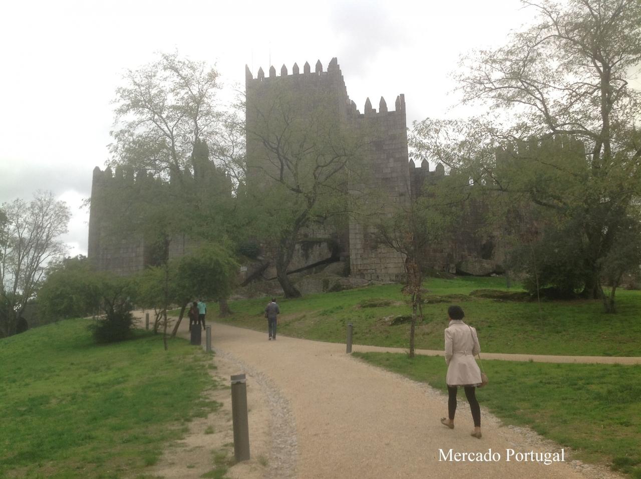 959年に建設されたギマランイス城