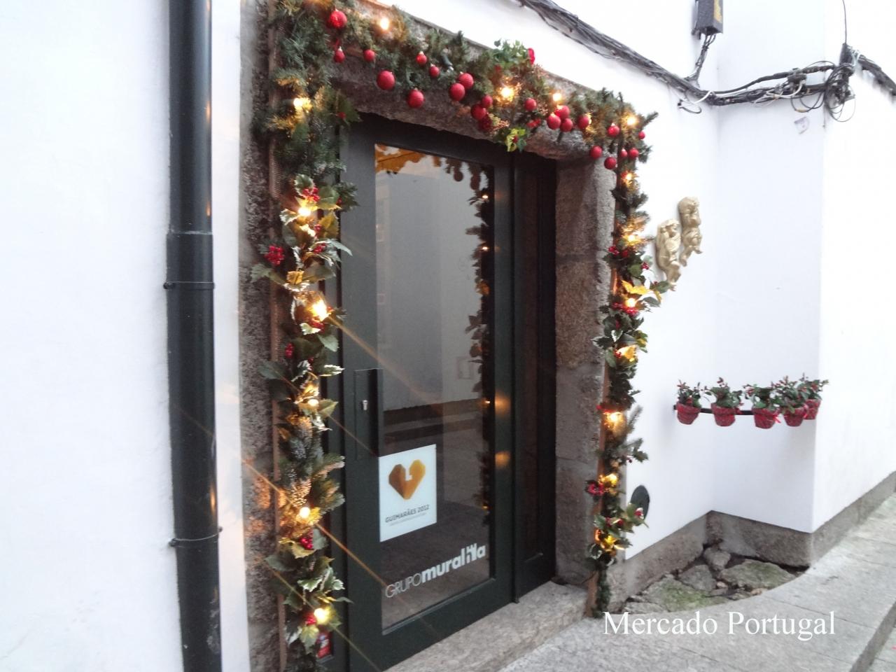 クリスマスから年末にかけて、可愛らしいイルミネーションも見ることができます。