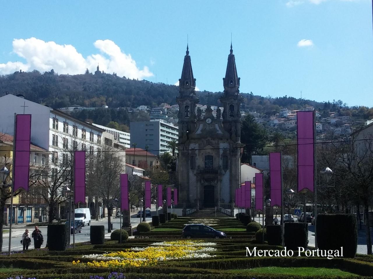 城壁の外には、聖グアルテル教会(Igreja de São Gualter)