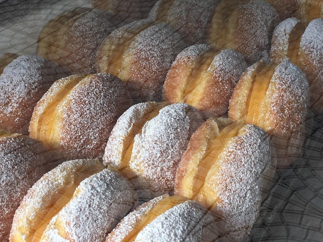 ボーラ・デ・ベルリン。お砂糖がまぶしてあってなんとも素朴。