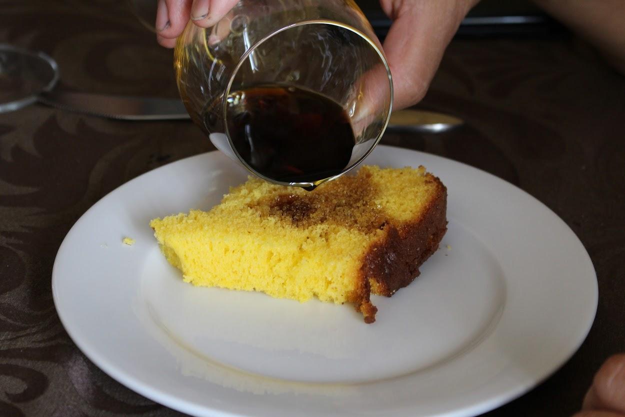 素朴な味のパン・デ・ロー、カットしてポートワインをかけて頂くのも美味しいです!