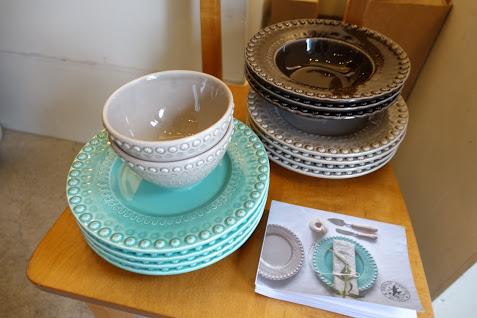 ポルトガルを代表する陶磁器メーカーボルダロ・ピニェイロの食器も大人気でした