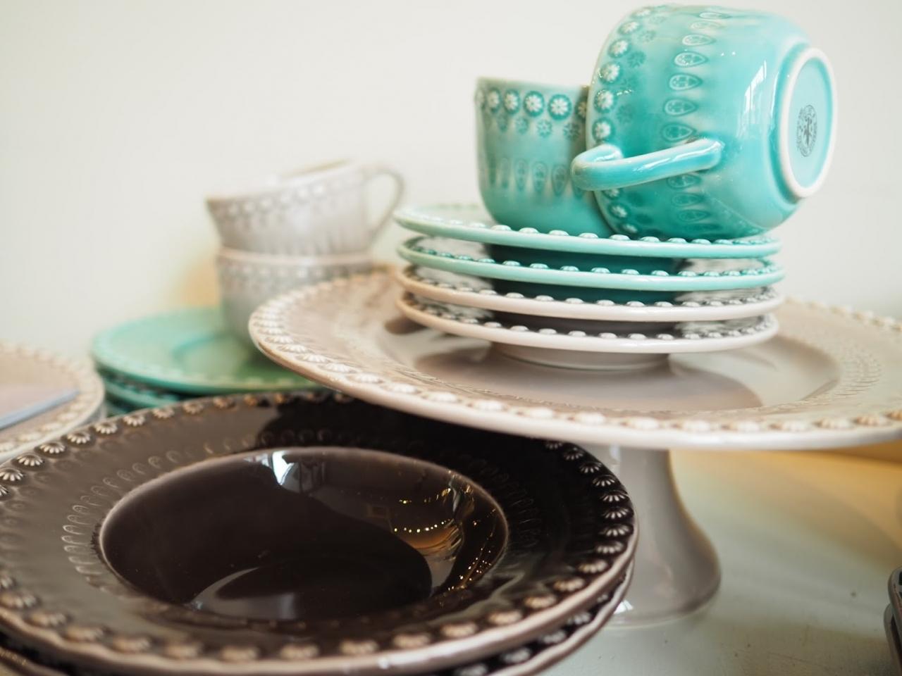 美しい色合いと艶のボルダロ・ピニェイロの陶磁器