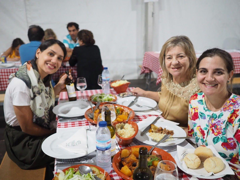 左からセリーヌさん、ヴェラさんのお母さんアリセさんとヴェラさん