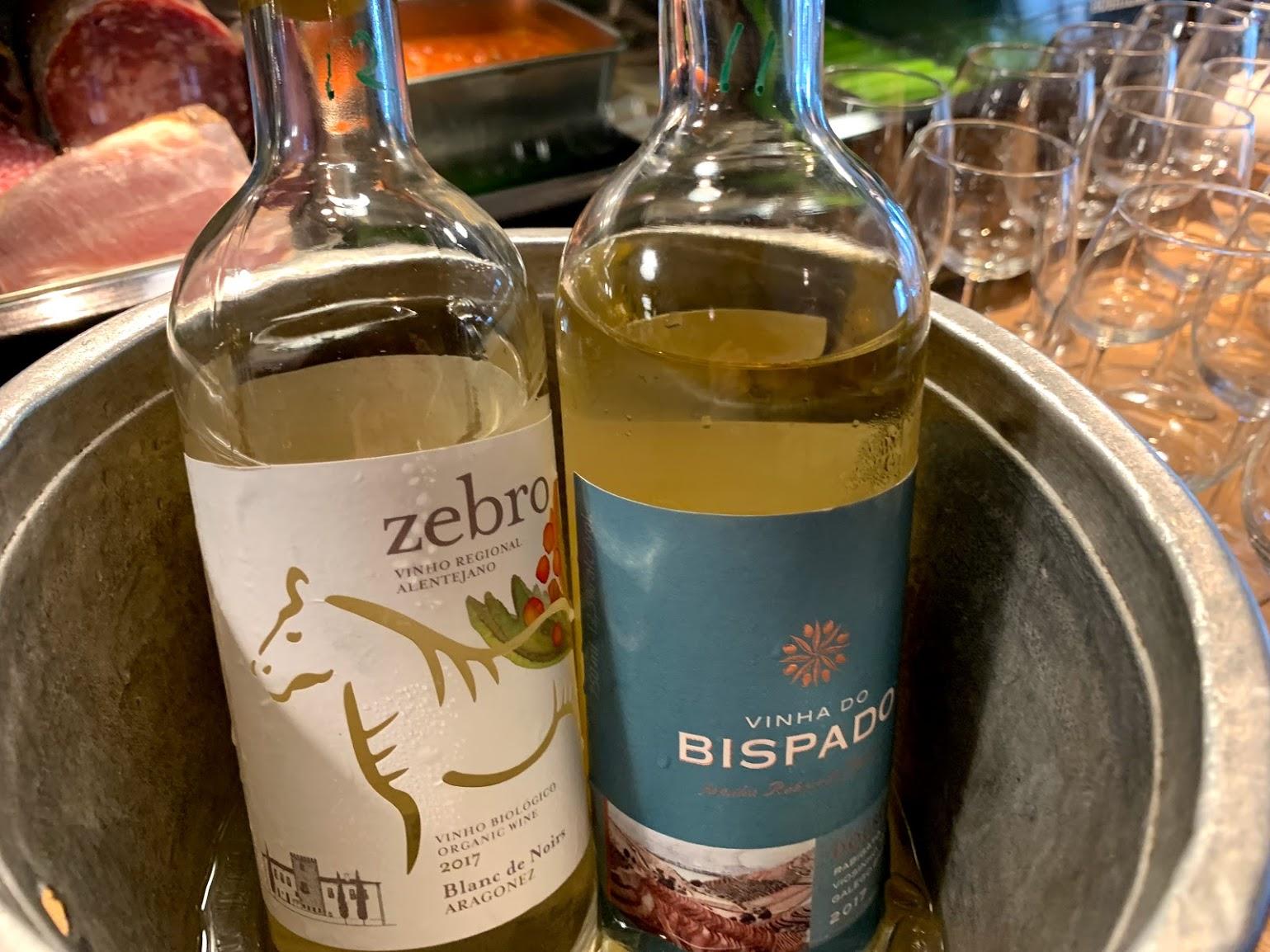 黒ぶどうで作ったビオの白ワイン、ゼブロ・ブラン・ド・ノワールと、ドウロ地方CARMビスパード白