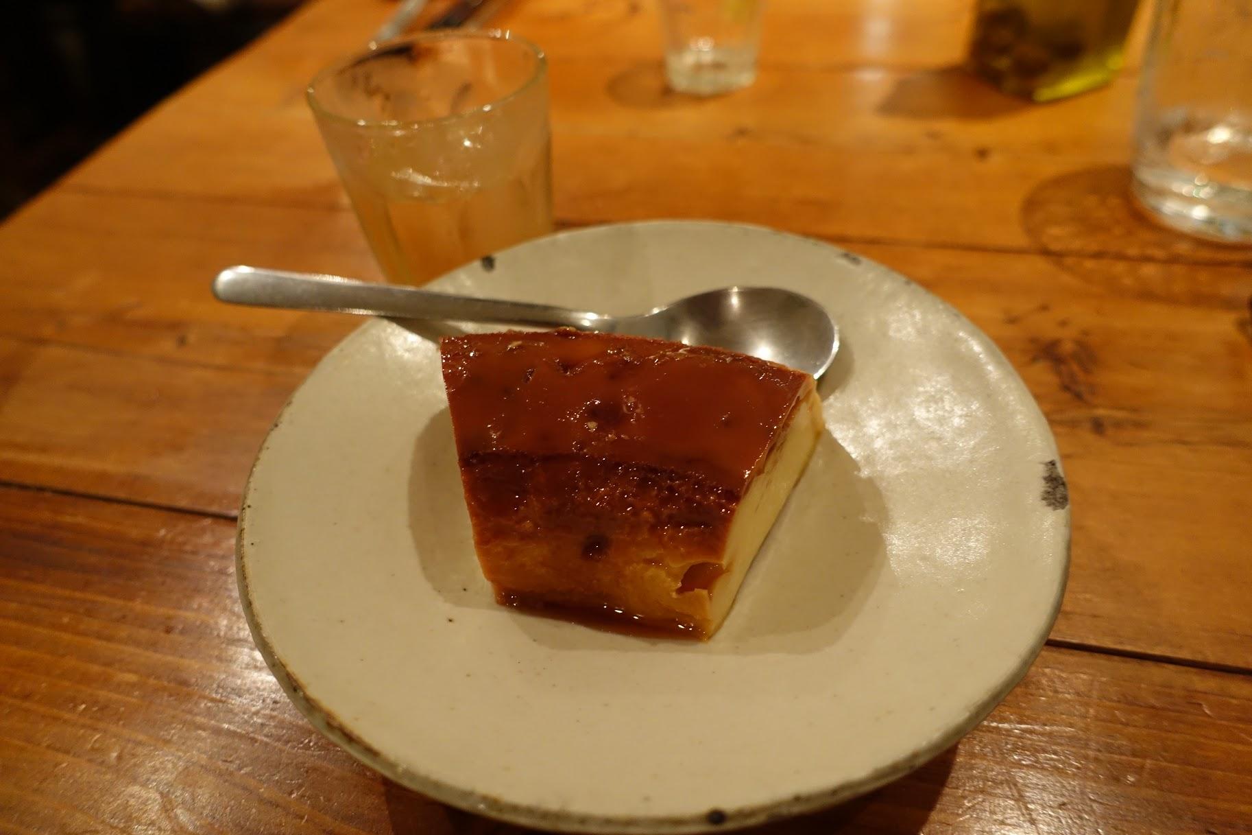 デザートは、ブラジルの練乳を使った「ブラジルプリン」 セトゥーバル地方の甘いモスカテルワインと共に