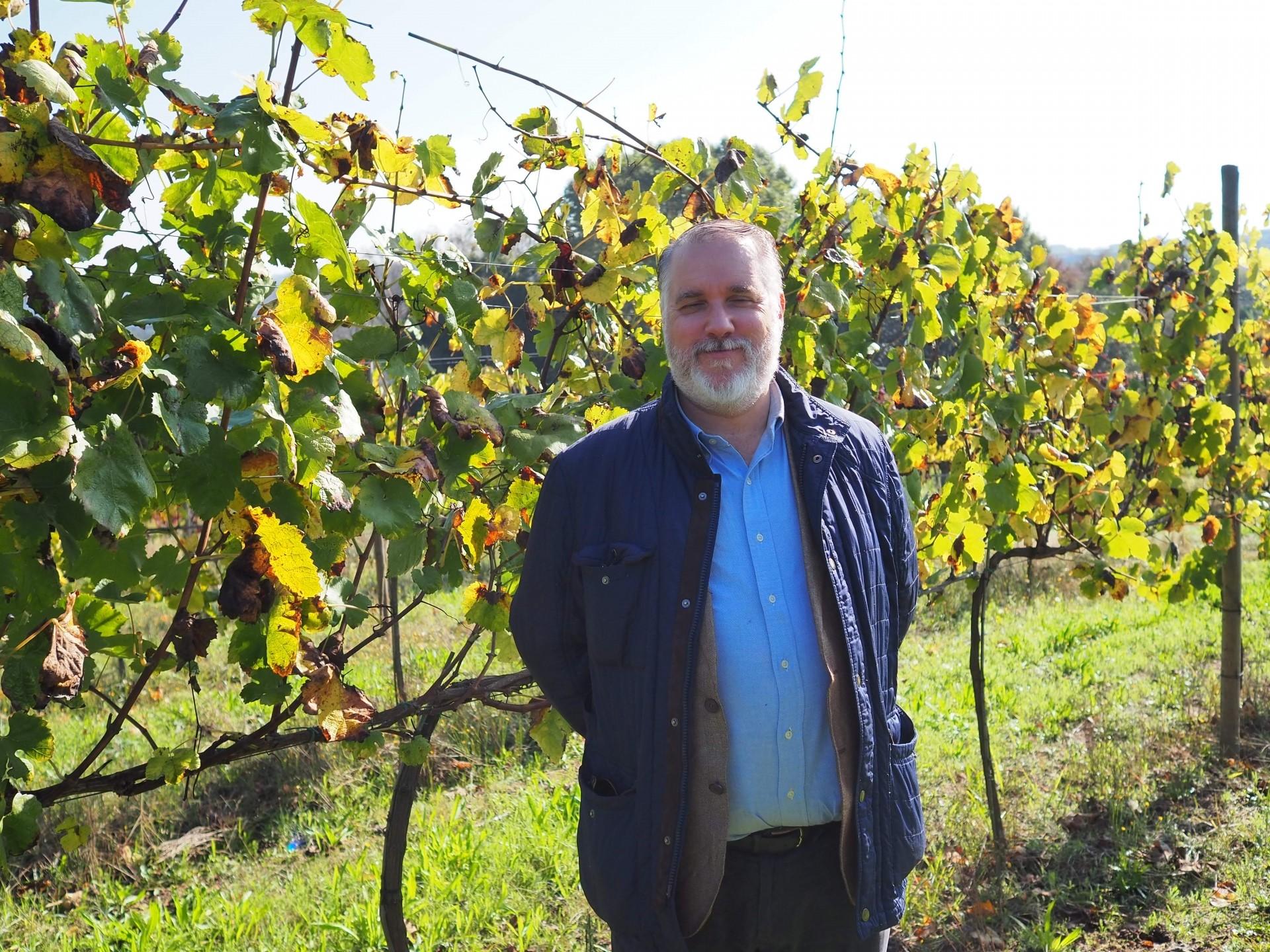 キンタ・デ・パッソスの畑にて、オーナー息子のパウロ・ラモス