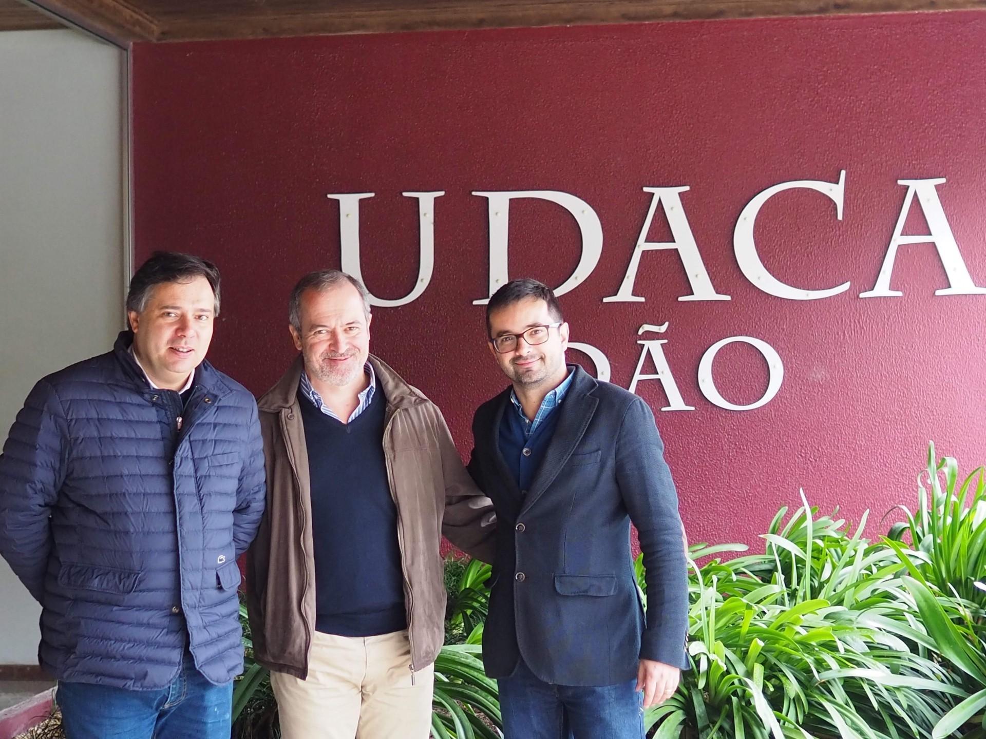 10年以上ぶりに、ダン地方の生産者UDACAを訪れました。左二人はカルロス、右ブルーノ。
