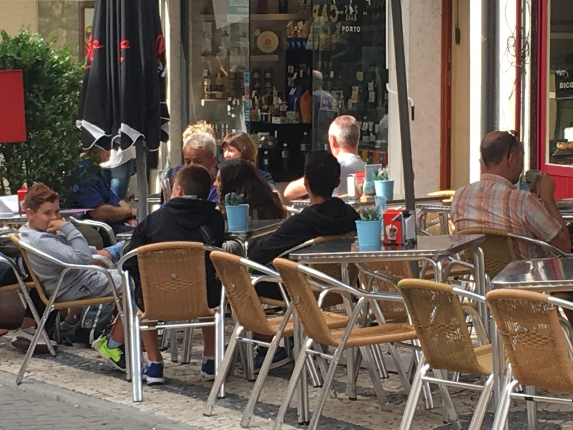 テラスで過ごすのが大好き!ポルトガルのカフェ