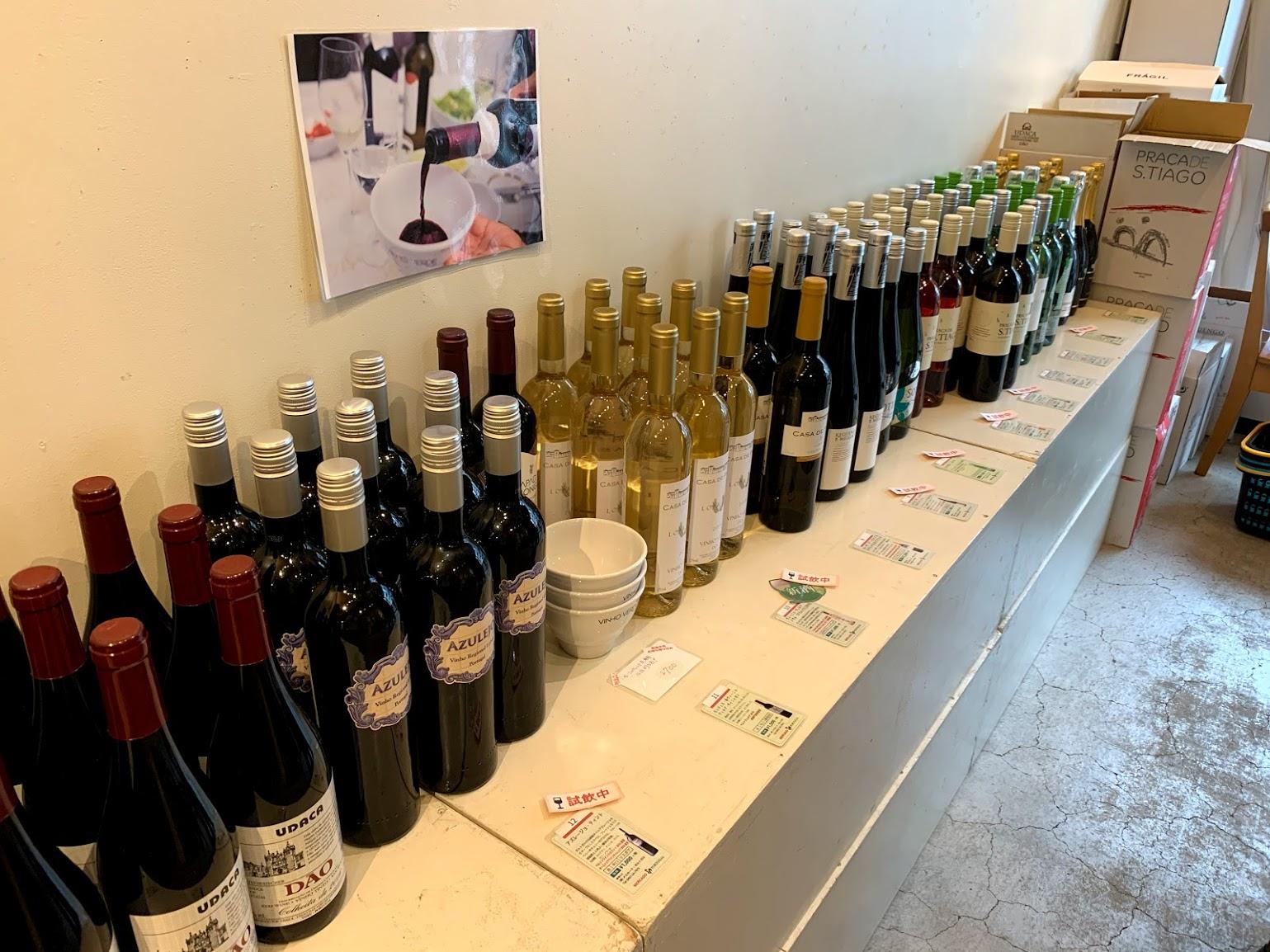 在庫コーナーからワインを選んで頂きます。重いのでご配送OK!