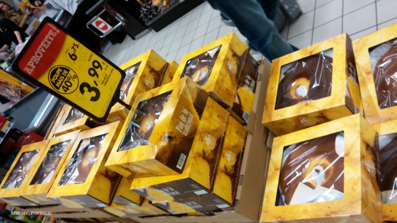 イースターでも良く食べられます。写真はスーパーでの特売、なんと3.99ユーロ!